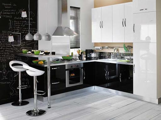 кухня в черно-белых цветах