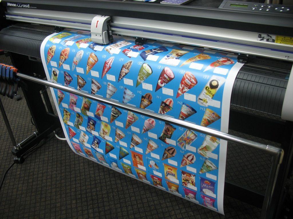 широкоформатной печати на самоклеящейся пленке