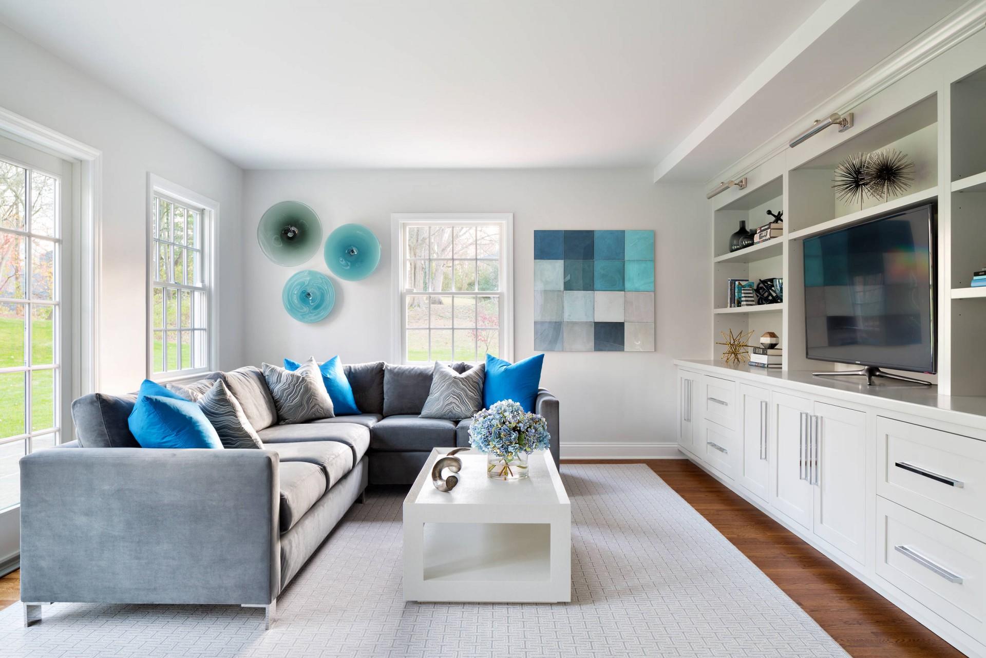 интерьеры гостиных +в белых цветах